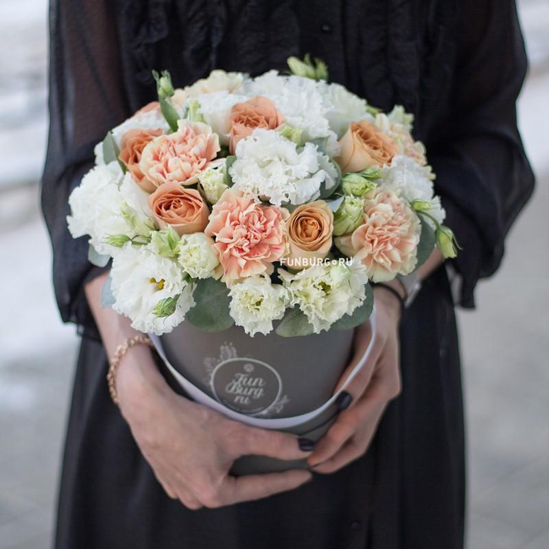 Купить Цветы в шляпной коробке «Капучино»
