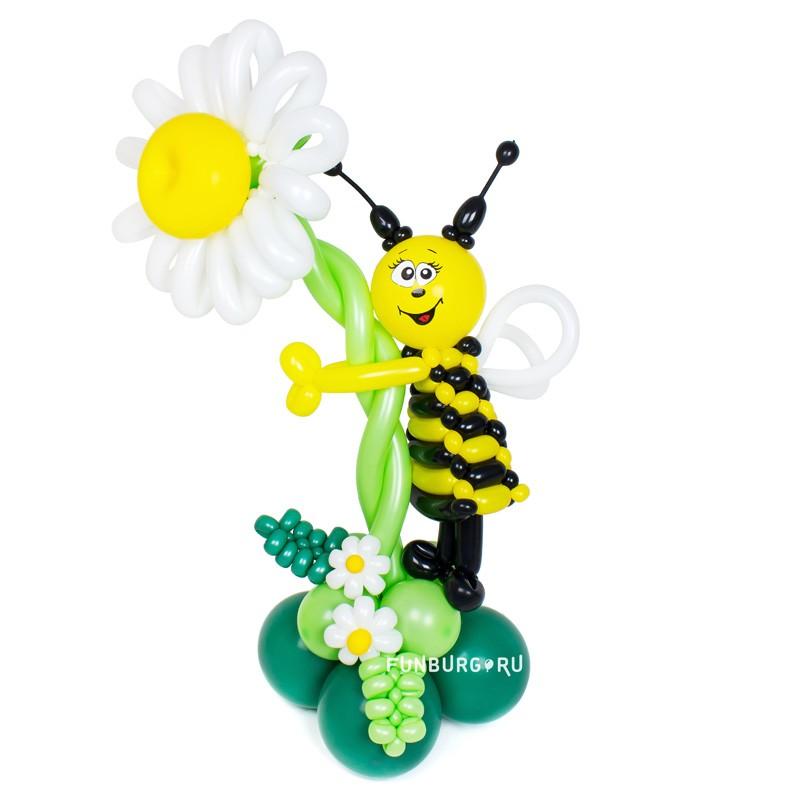 Фигура из шаров «Пчелка на цветке» фото