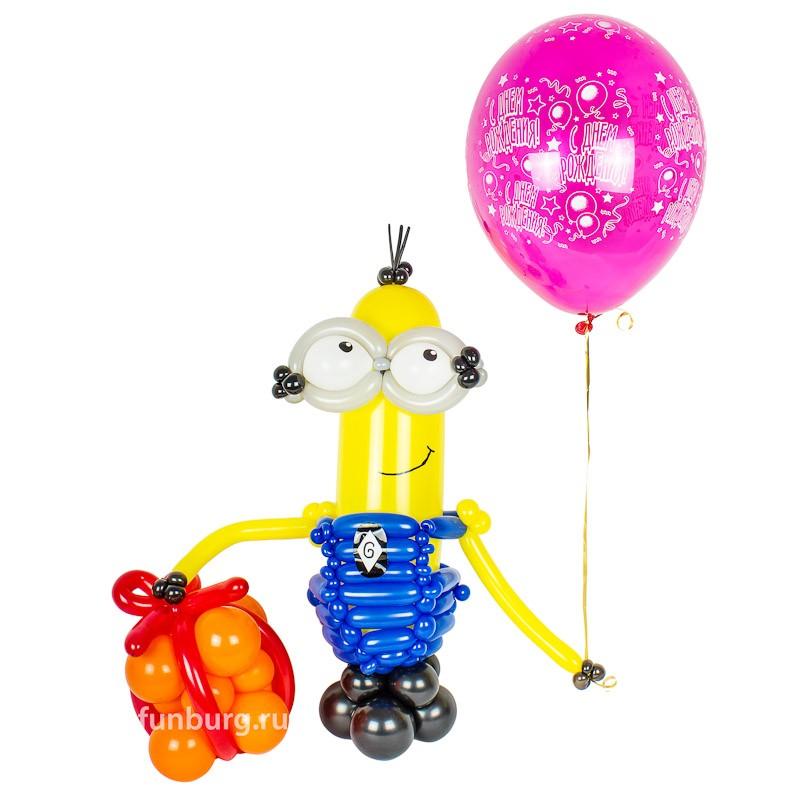 Фигура из шаров «Миньон Кевин с подарком» фото