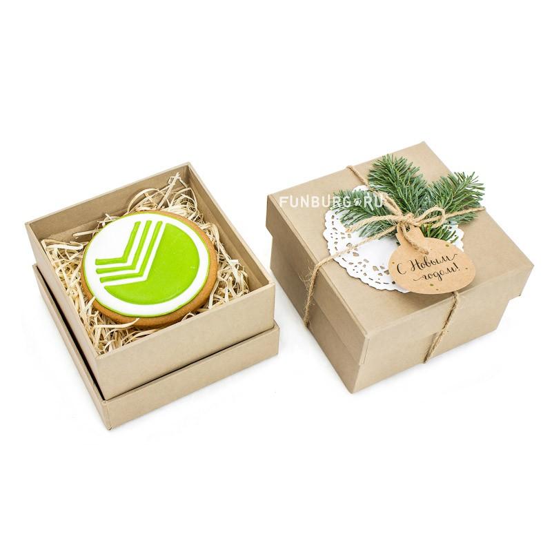 Фирменный пряник в подарочной коробке фото