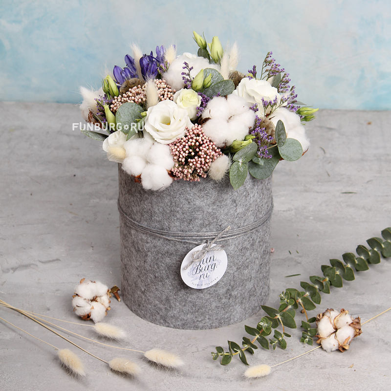 Цветы в шляпной коробке «Хюгге»