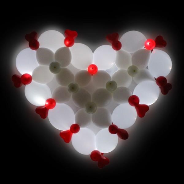 Фигура из шаров «Светящееся сердце» фото