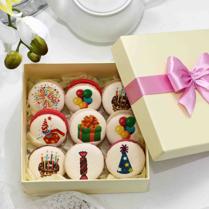 Коробочка с макарунами «На День рождения»
