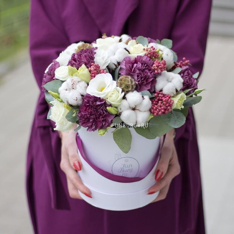 Купить Цветы в шляпной коробке «Сливовый пунш»