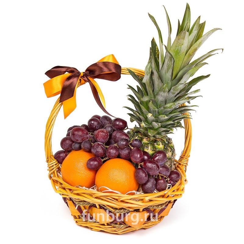 Подарочная корзина №1Подарочные корзины<br> <br>Состав:<br><br><br>1ананас, 2апельсина, виноград, корзина<br><br><br> <br>Вес:<br><br><br>2 кг<br><br>
