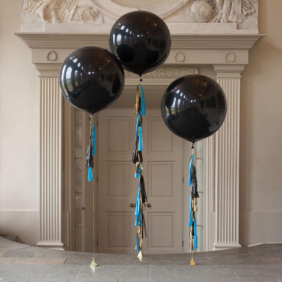 Метровый шар «Чёрный с кисточками»Метровые шары<br>Диаметр: 70-80 смПроизводитель: Sempertex, КолумбияРазмер гирлянды: 10 кисточек<br>