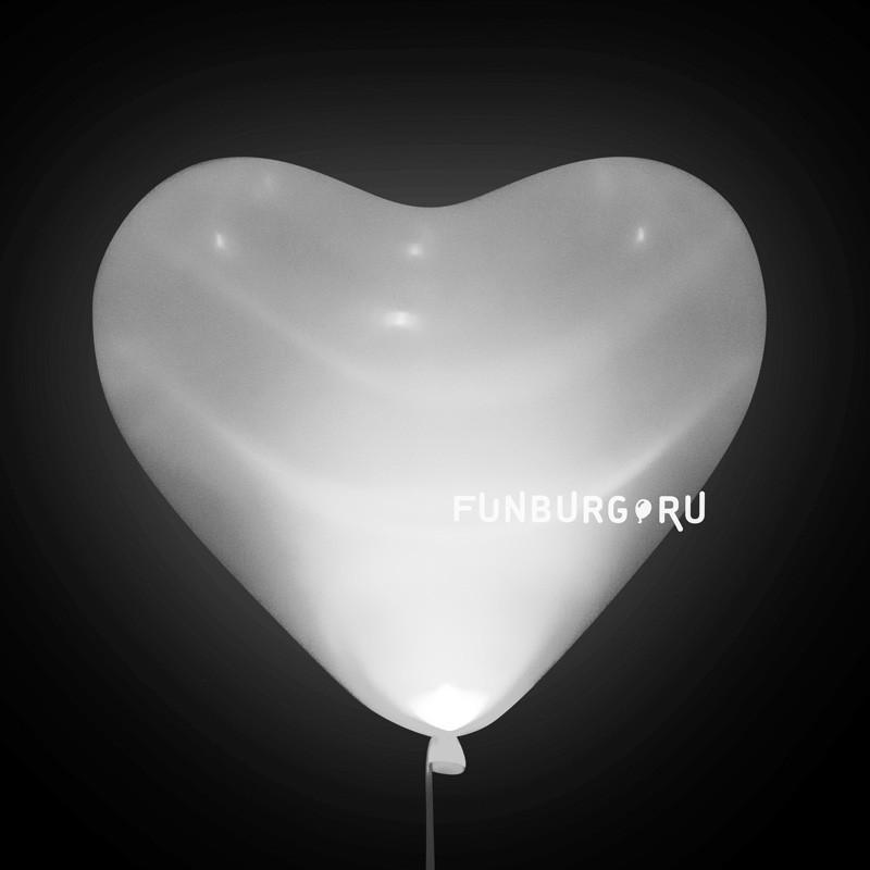 Светящиеся шары (16дюймов) «Белые сердца»Светящиеся шары<br>Светящиеся шары!<br> Состав: сердце 40 см (16), светодиод (белый или разноцветный – уточняйте при оформлении заказа).<br> Размер: 40 см (16)<br> Производитель: Sempertex, Колумбия<br>