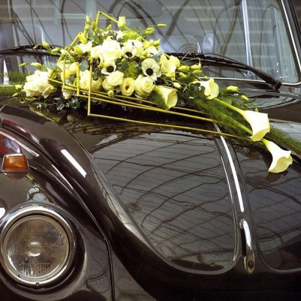 Оформление автомобиля №5Состав: каллы, анемоны, эустома, зелень<br>