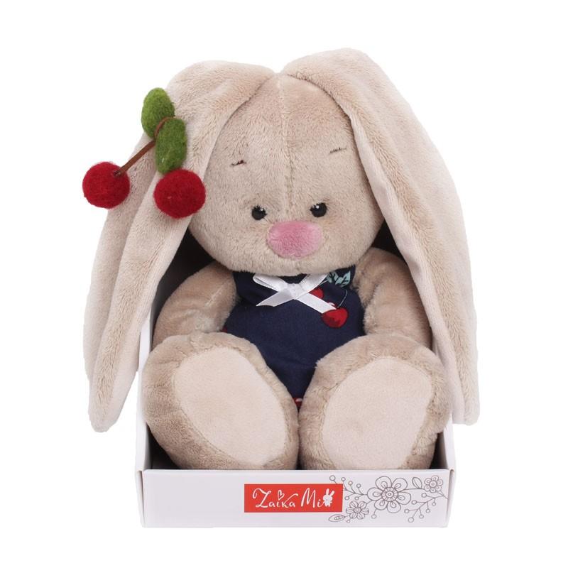 Мягкая игрушка «Зайка Ми в костюмчике и с войлочной вишней»Мягкие игрушки<br> <br>Размер:<br><br><br>высота 18 см<br><br> <br>Бренд:<br><br><br>Зайка Ми<br><br>