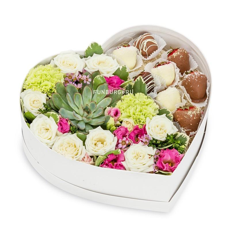 Композиция в коробке «Клубничное настроение»Цветы и макаруны<br><br> Размер:<br><br><br> высота 9-11 см, диаметр 30 см<br><br><br>