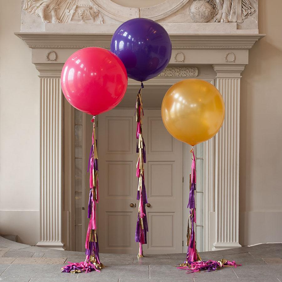 Метровый шар «Ассорти с кисточками»Метровые шары<br>Диаметр: 70-80 смПроизводитель: Sempertex, КолумбияРазмер гирлянды: 10 кисточек<br>