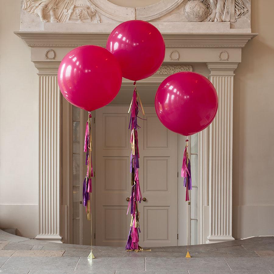 Метровый шар «Темно-розовый с кисточками»Метровые шары<br>Диаметр: 70-80 смПроизводитель: Sempertex, КолумбияРазмер гирлянды: 10 кисточек<br>
