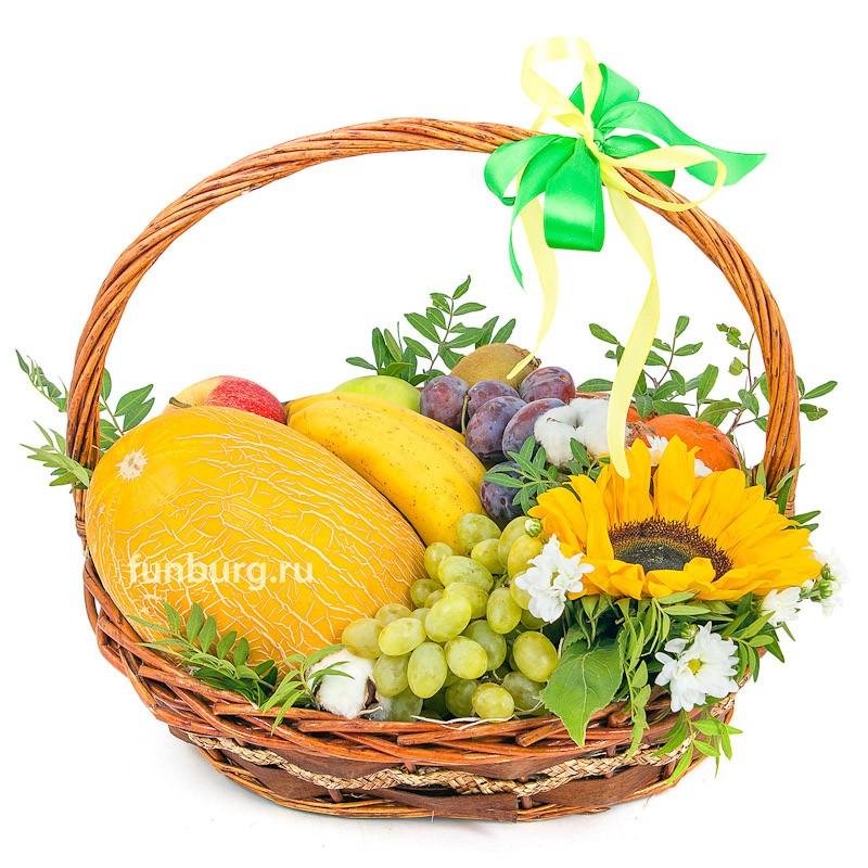 Подарочная корзина №4Подарочные корзины<br> <br>Состав:<br><br><br>дыня, 5яблок, 3киви, 3банана, 5мандаринов, слива, виноград, подсолнух, хризантема, 3соцветия хлопка, фисташка, корзина, декор<br><br><br> <br>Вес:<br><br><br>4,5 кг<br><br>