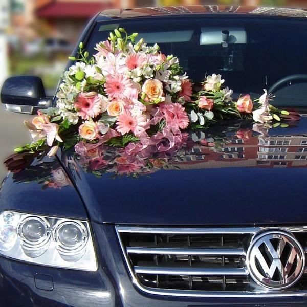 Оформление автомобиля №3Состав: герберы, розы, лилии, зелень<br>