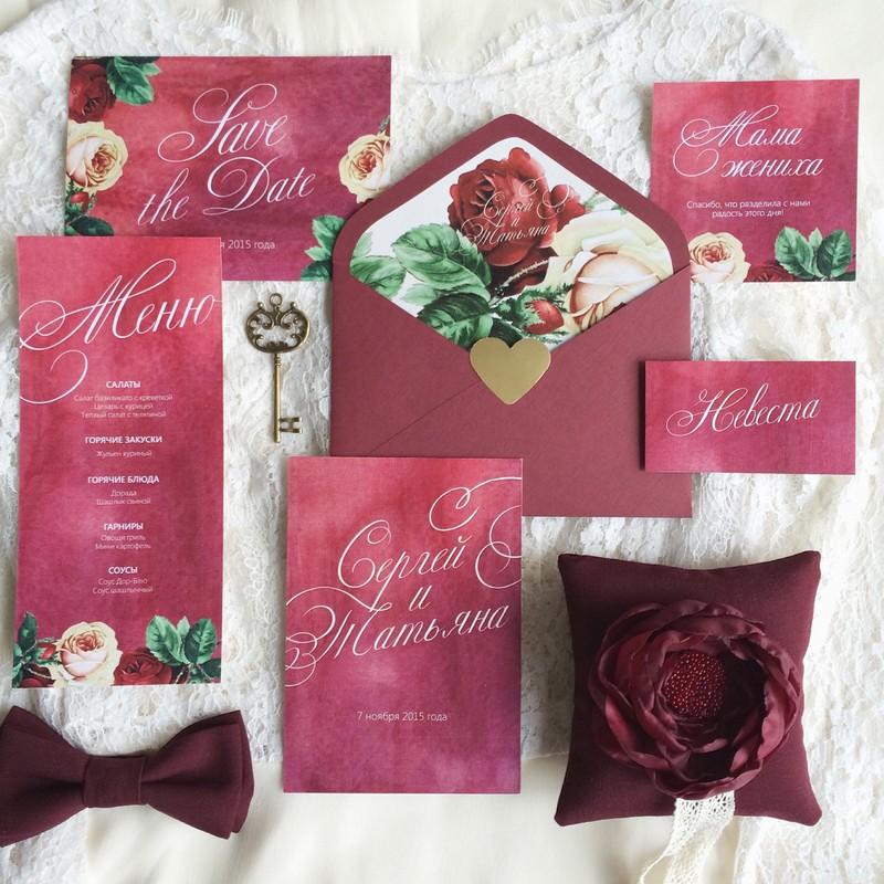 Комплект свадебной полиграфии №2Свадебные аксессуары<br> <br>Комплект:<br><br><br>конверт, приглашение, номер стола, бирка, меню<br><br>