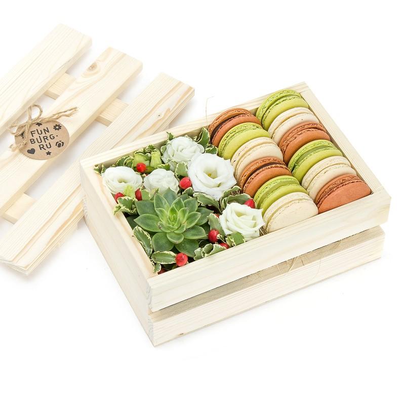 «Цветы и макаруны» в деревянном ящикеКоробочки с цветами<br><br> Размер:<br><br><br> длина 30 см, ширина 20 см<br><br><br>
