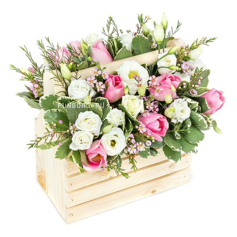 Композиция в деревянном ящике «Юнона»Корзины цветов<br> <br>Размер:<br><br><br>высота 30 см, ширина 30 см<br><br>