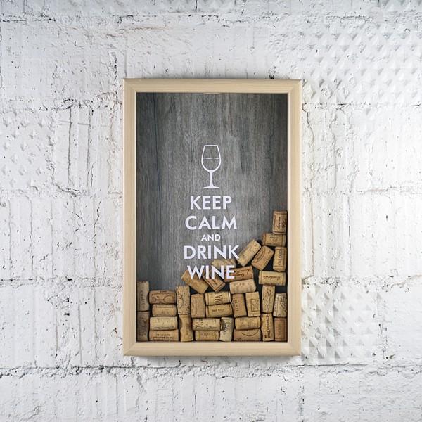 Копилка для винных пробок «Keep calm»Интерьер<br><br>Материал: стекло, дерево<br>Размер без упаковки: 45х29 см<br><br>