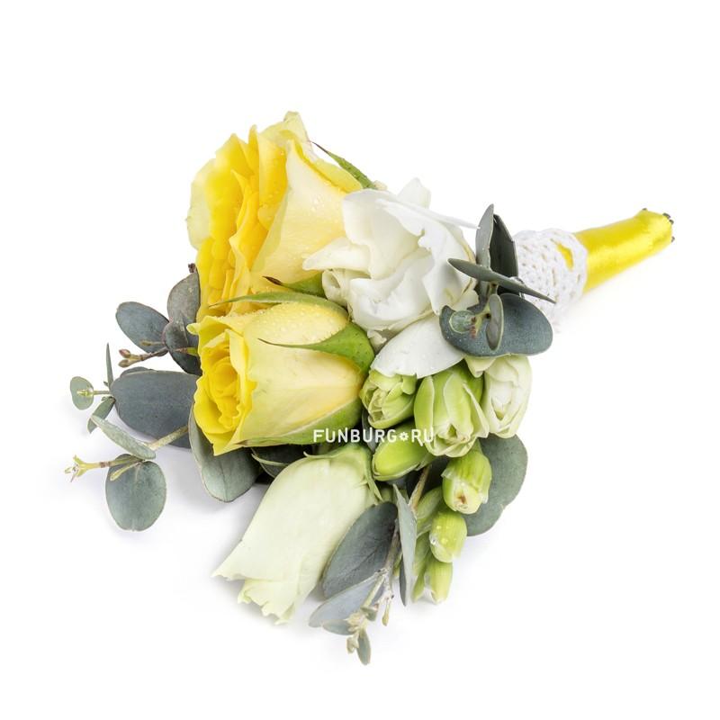 Бутоньерка «Лимонная свежесть»Бутоньерки<br><br> Состав:<br><br><br> кустовая роза, фрезия, эустома, эвкалипт, лента атласная, булавка для бутоньерок<br><br> <br>