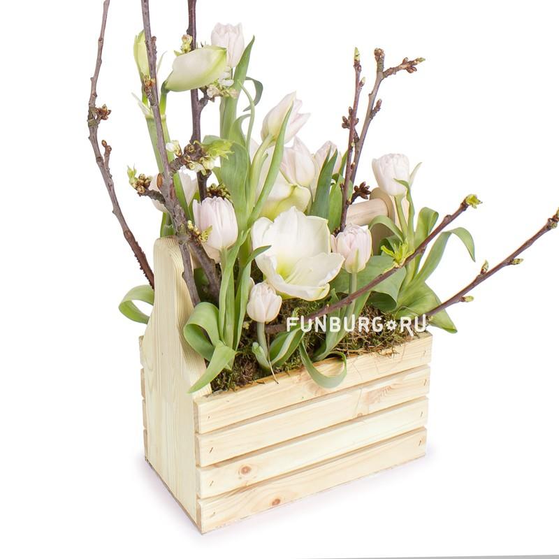 Композиция в деревянном ящике «Оттепель»Весенние букеты<br> <br>Размер:<br><br><br>высота 50-60 см, ширина 30 см<br><br>