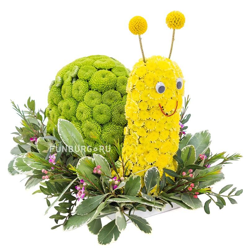 Игрушка из цветов «Веселая улитка»Игрушки из цветов<br> <br>Размер:<br><br><br>высота 25 см, ширина 30 см<br><br>