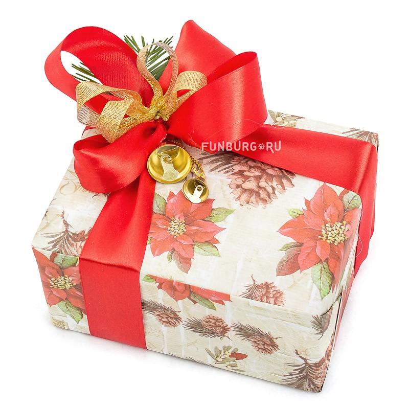 Подарочная упаковка «Новогодняя №4»Упаковка подарков<br>Состав: упаковочная бумага, атласная лента, натуральный декор, колокольчик.Цветовую гамму и тематику упаковки можно обсудить с менеджером.Указана минимальная стоимость упаковки. Цена зависит от размера подарка.<br>