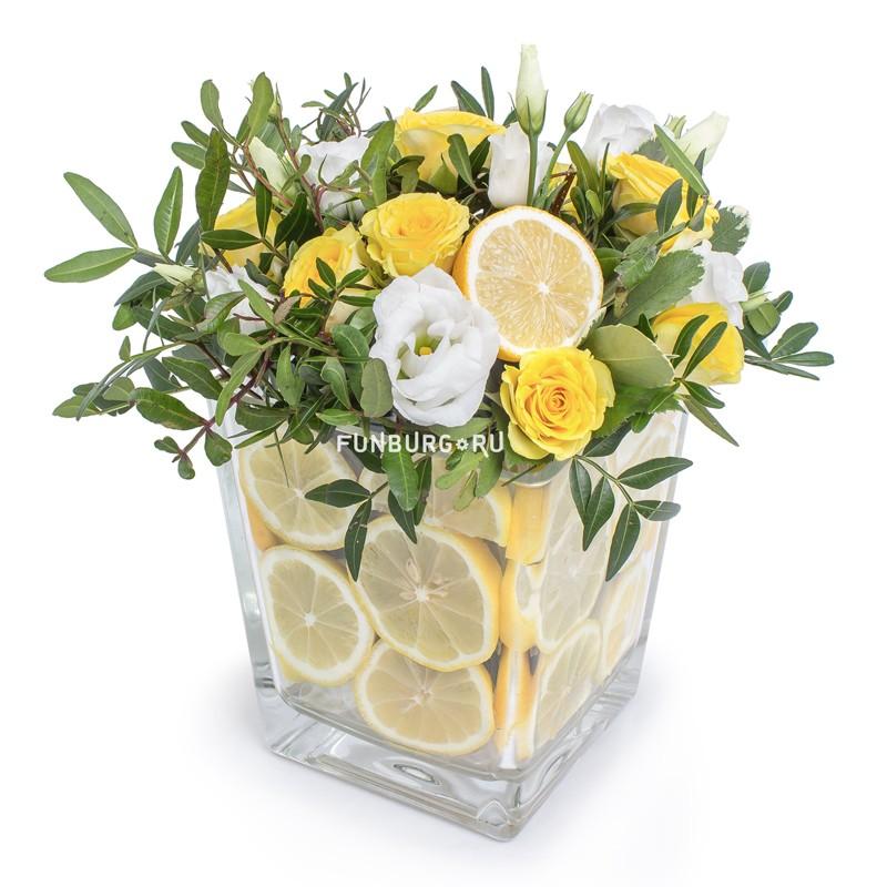 Композиция в стеклянной вазе «Лимонная»Все композиции<br> <br>Размер:<br><br><br>диаметр 20 см, высота 25-28 см<br><br>