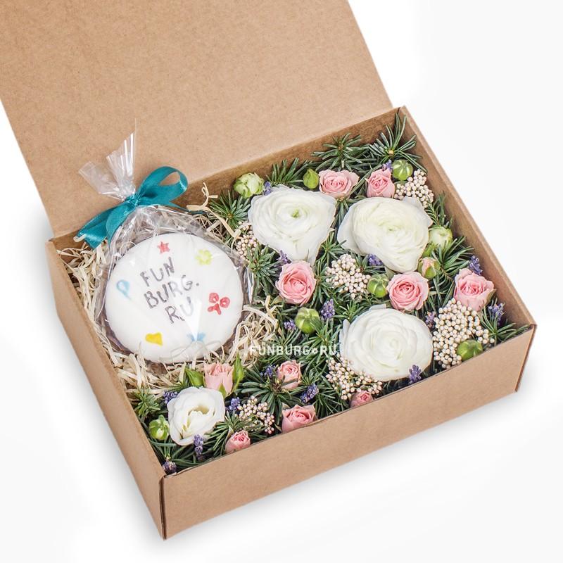 Подарочный набор «Цветы и фирменный пряник»Подарочные корзины<br> <br>Размер:<br><br><br>24?17 см<br><br>