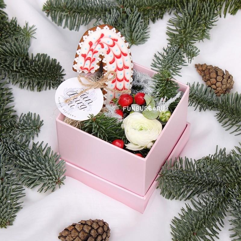 Коробка с цветами и пряником «Сказка»Коробочки с цветами<br> <br>Размер:<br><br><br>длина и ширина 10 см<br><br>