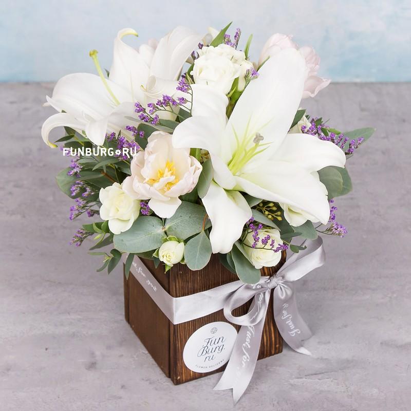 Композиция «Простая красота»с лилиями<br> <br>Размер:<br><br><br>высота 23 см, диаметр 20 см<br><br>