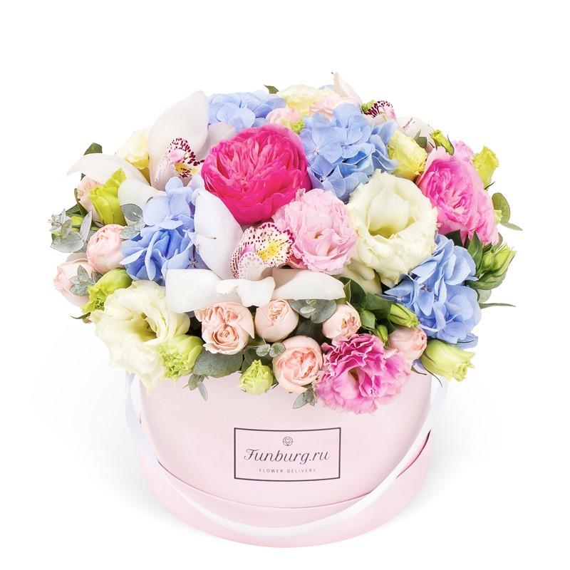 Цветы в шляпной коробке «Даниэла»Цветы в шляпных коробках<br><br> Размер:<br><br><br> высота 25 см, диаметр 27-30 см<br><br><br>